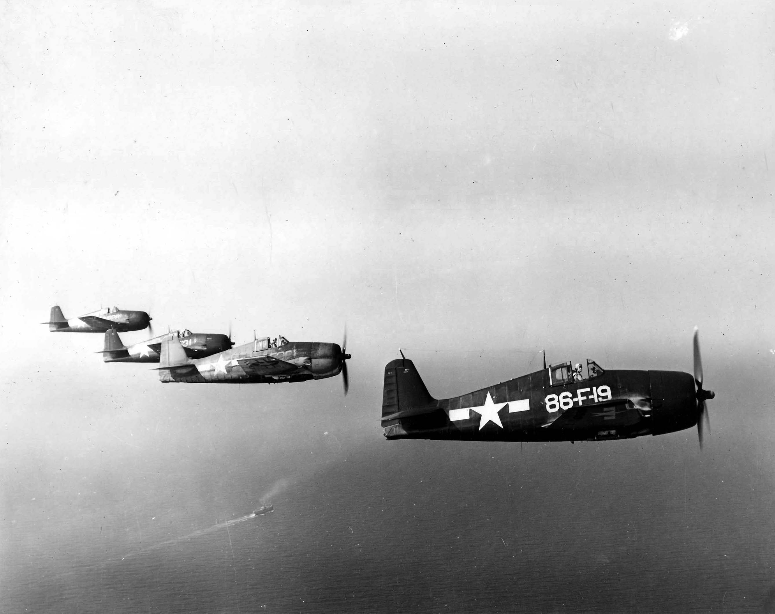 Grumman F6F 5 Hellcat VF 86 White 86F19 on patrol 01
