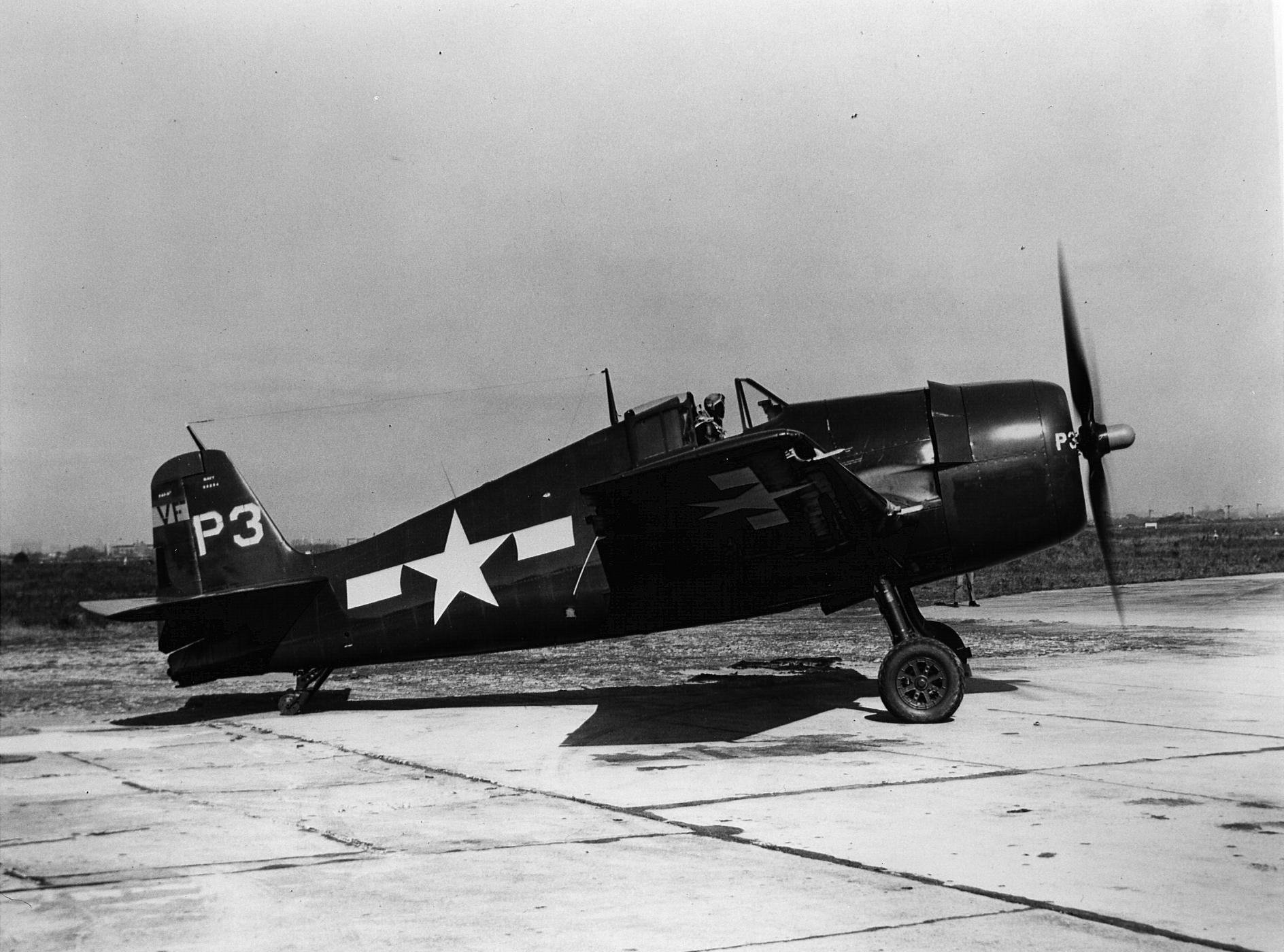 Grumman F6F 5P Hellcat VF 75 White P3 taxing 01