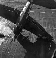 Asisbiz Grumman F6F 5 Hellcat VF 21 landing mishap CVL 24 USS Belleau Wood 1944 01