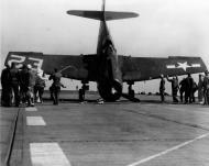 Asisbiz Grumman F6F 5 Hellcat VF 42 Yellow E2 landing mishap CVE 115 USS Bairoko 2nd Mar 1946 01