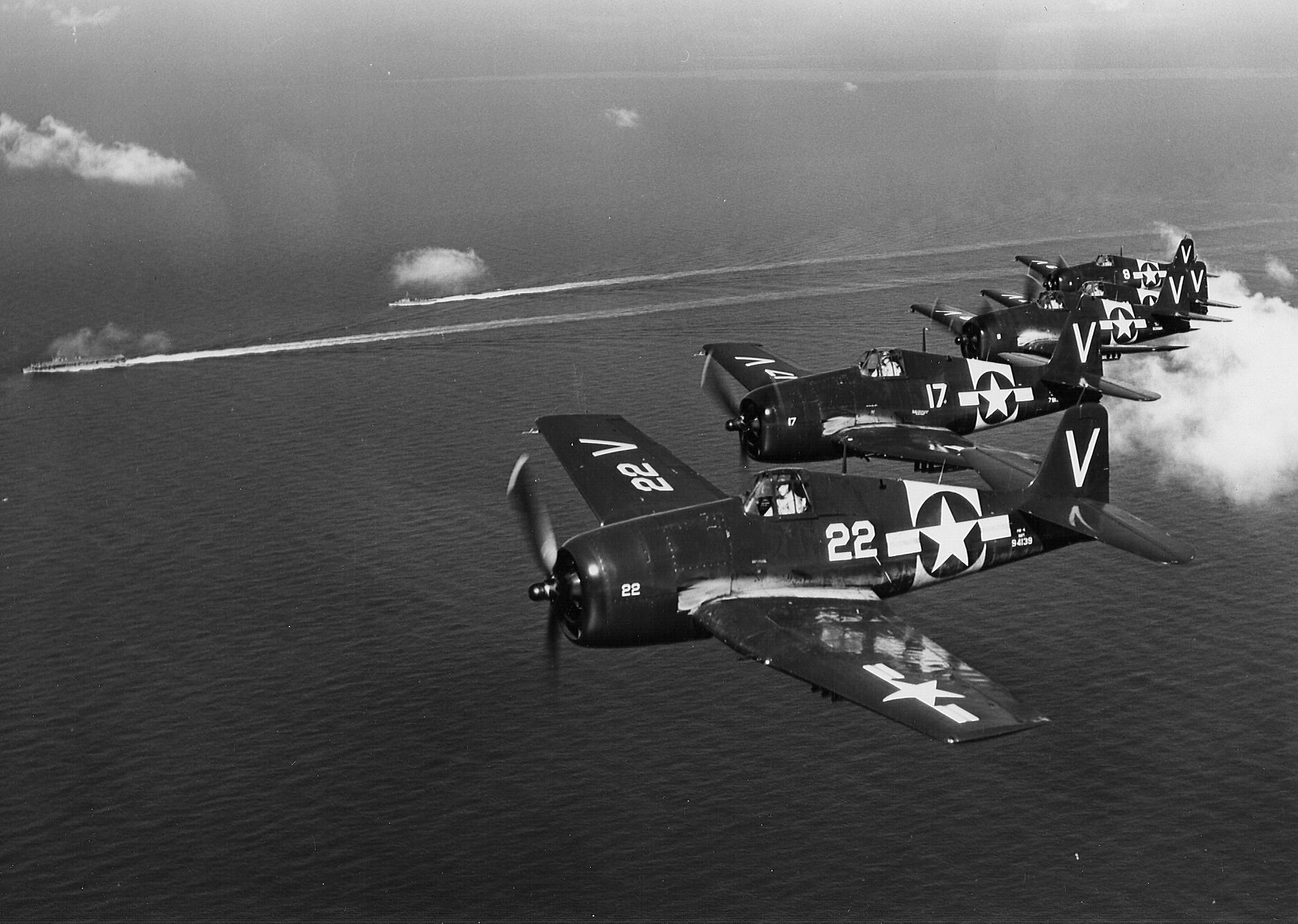 Grumman F6F 5 Hellcat NAS White V22 BuNo 94139 over the CVL 28 USS Cabot 01