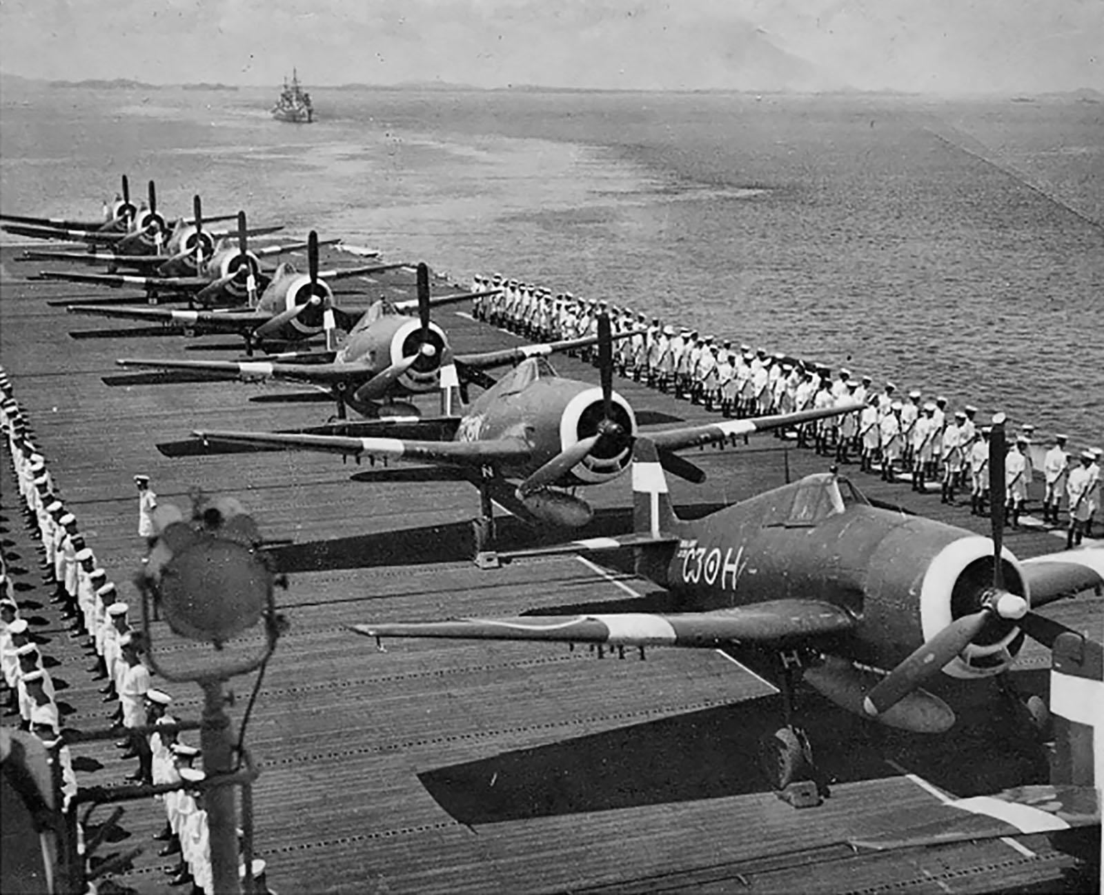 Grumman Hellcat MkII RN FAA 800NAS C3H HMS Emperor entering Singapore 1945 01