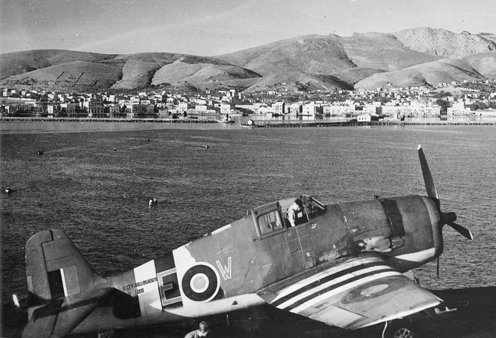 Grumman Hellcat MkI RN FAA 800NAS or 804NAS Red EW JV105 1944 01