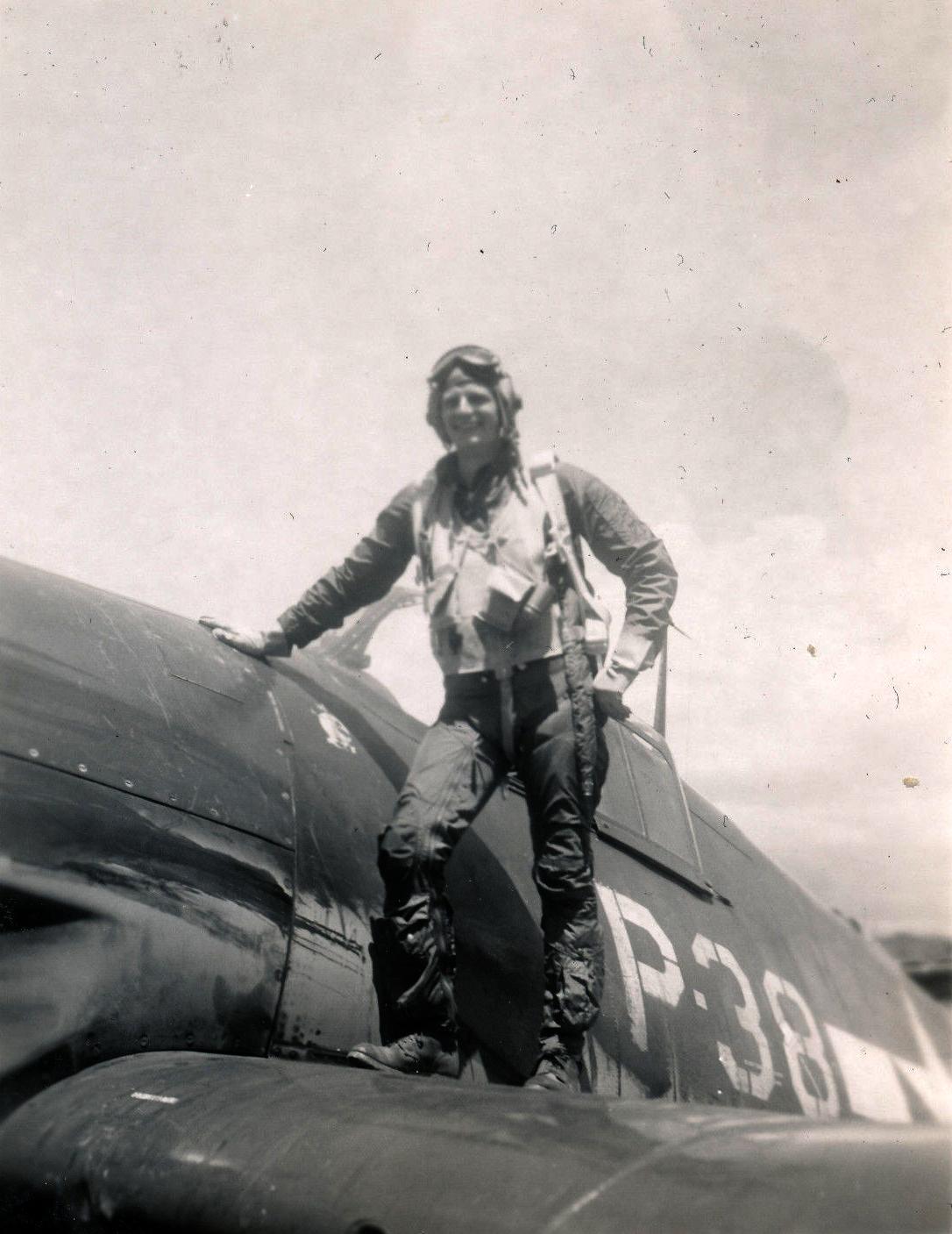 Aircrew USN VBF 8 Ens Brooker NAS Puunene 1945 01