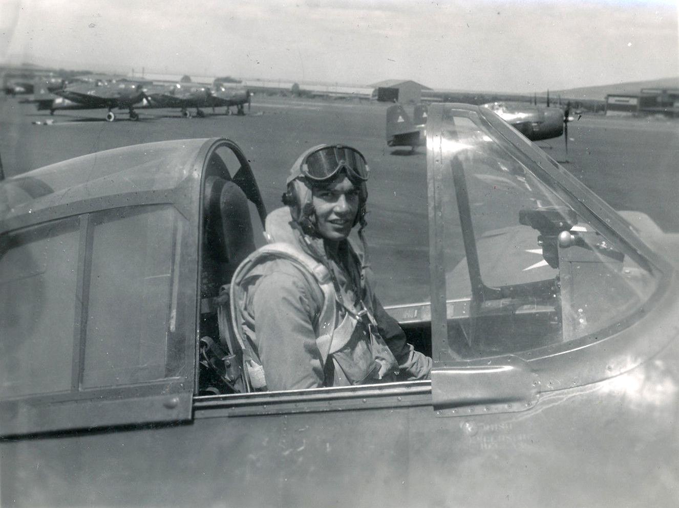 Aircrew USN VBF 8 Ens Johnson NAS Puunene 1945 01