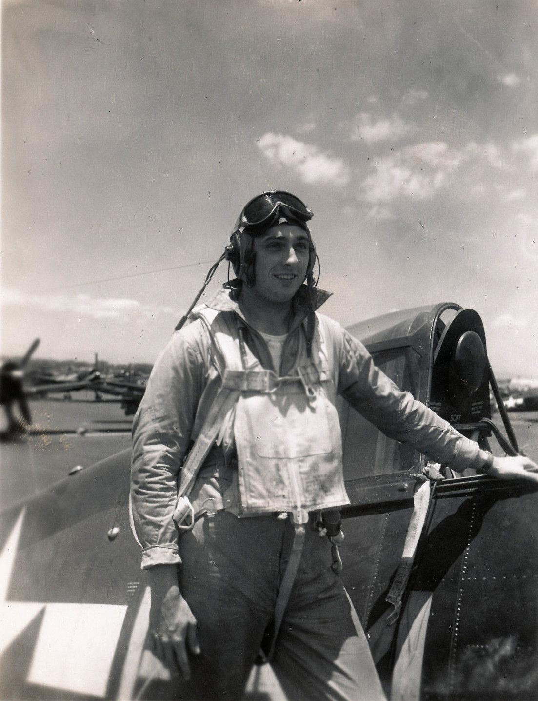 Aircrew USN VBF 8 Ens Sthelin NAS Puunene 1945 01