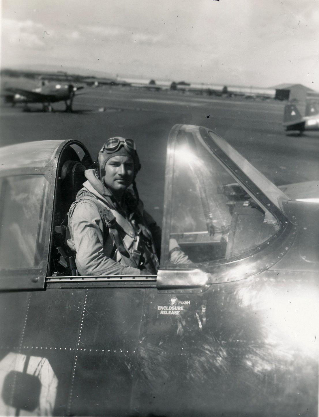 Aircrew USN VBF 8 Lt Maggie Magee division leader NAS Puunene 1945 01