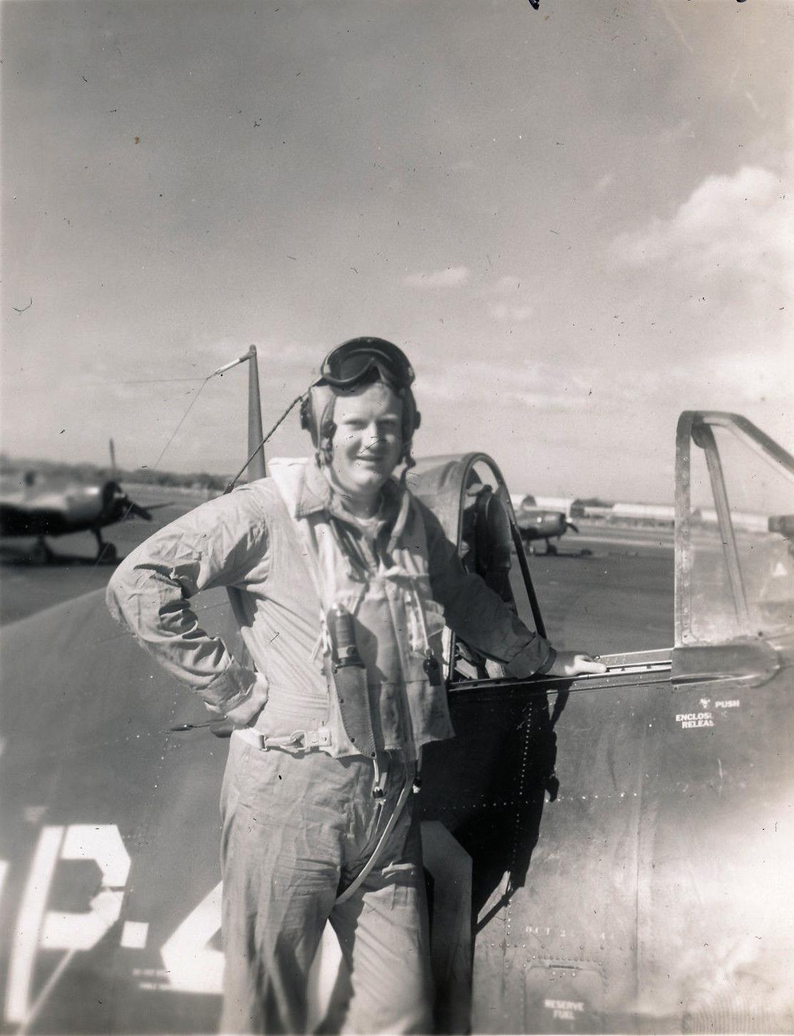 Aircrew USN VBF 8 Lt Pinky Schulze NAS Puunene 1945 01