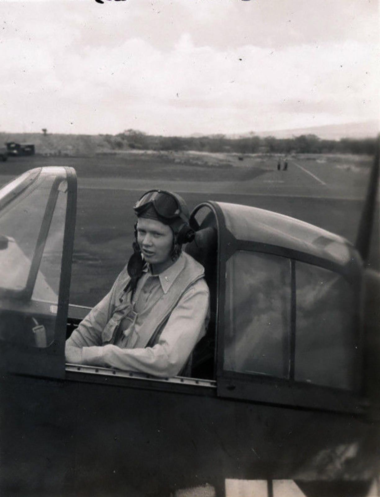 Aircrew USN VBF 8 LtJG Hubbard NAS Puunene 1945 01