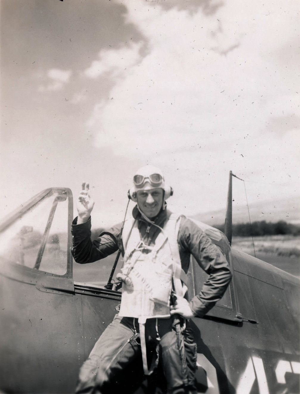 Aircrew USN VBF 8 LtJG Nicholl NAS Puunene 1945 01