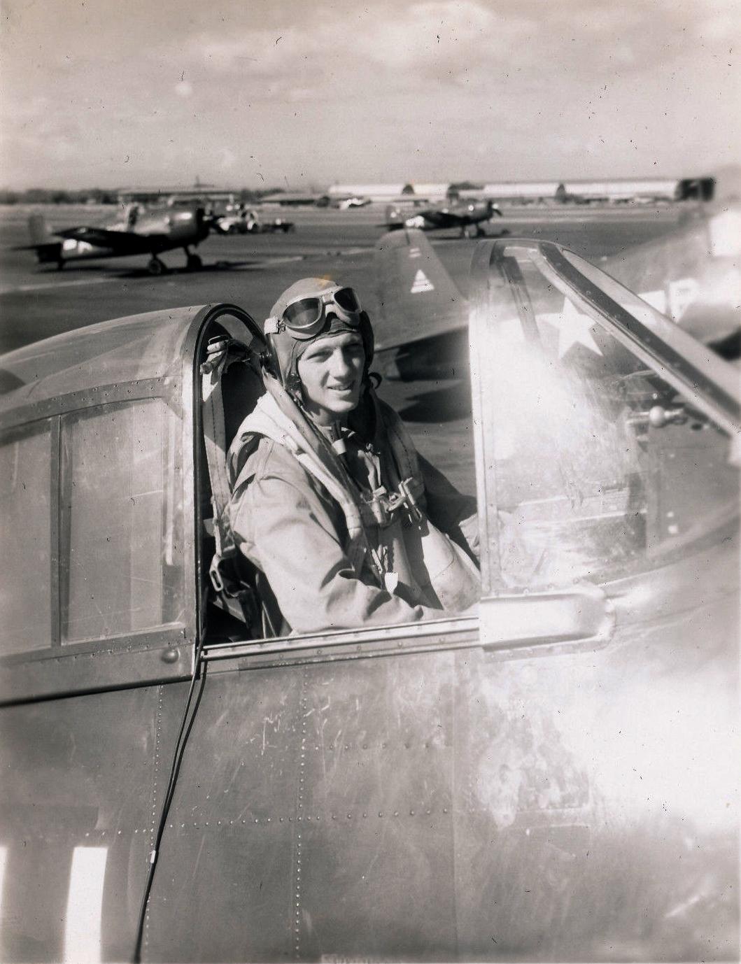 Aircrew USN VBF 8 LtJG Tom Hardy NAS Puunene 1945 01
