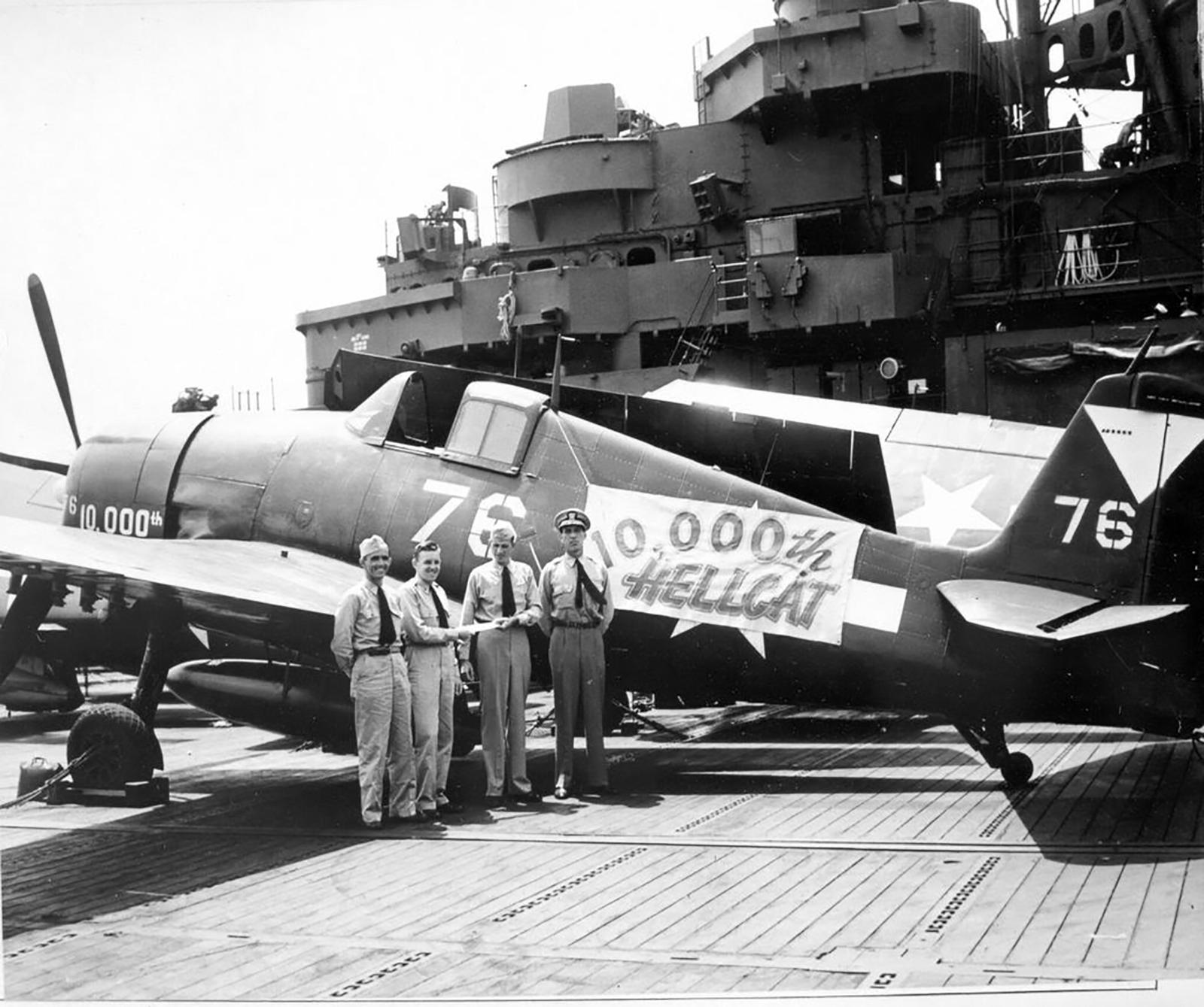 Grumman F6F 5 Hellcat VBF 87 White 76 named 10,000th Hellcat CV 14 USS Ticonderoga June 1945 02