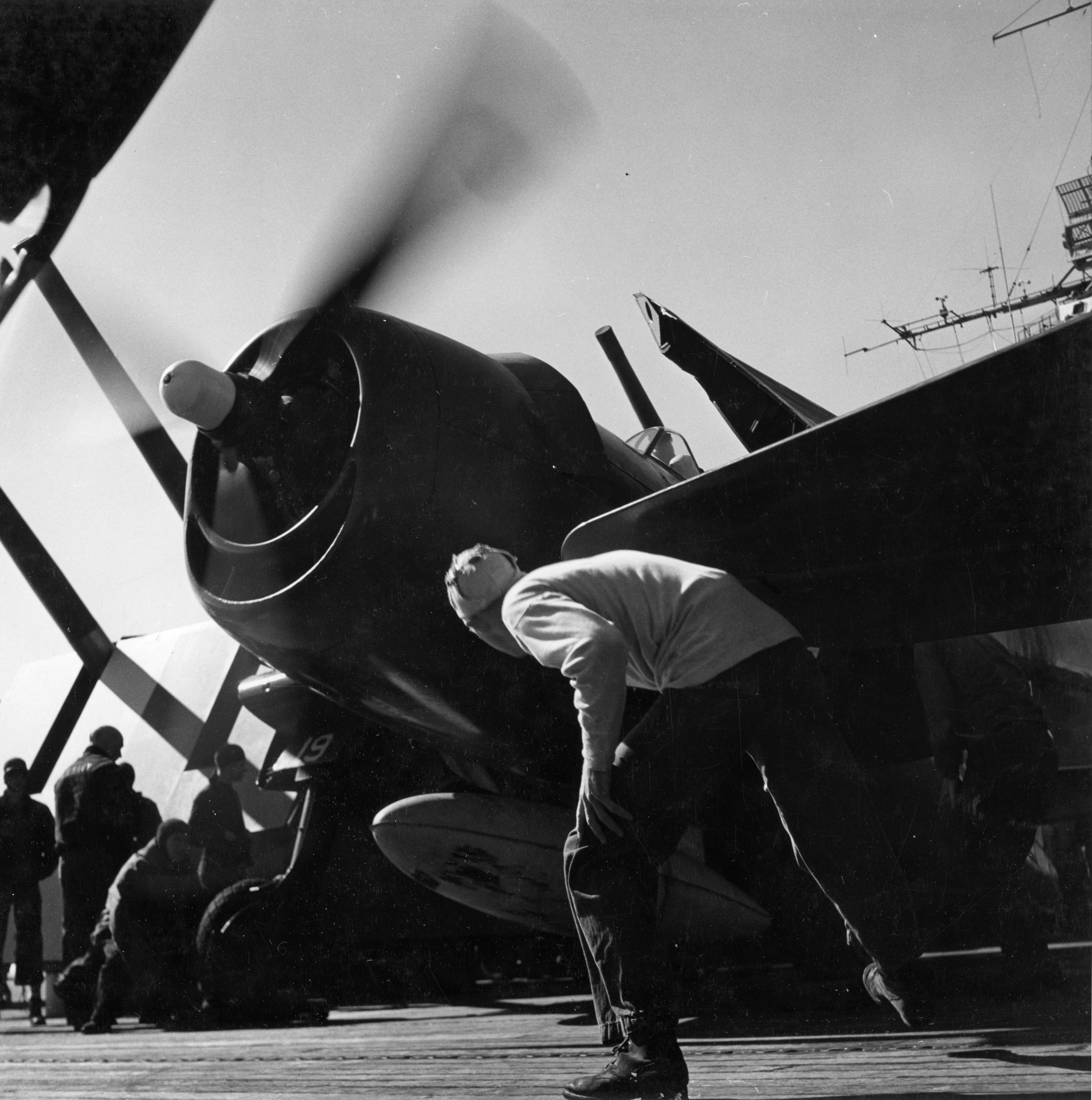 Grumman F6F 5 Hellcat VF 11 Sundowners White 19 preparing for launch CV 12 USS Hornet 1944 01