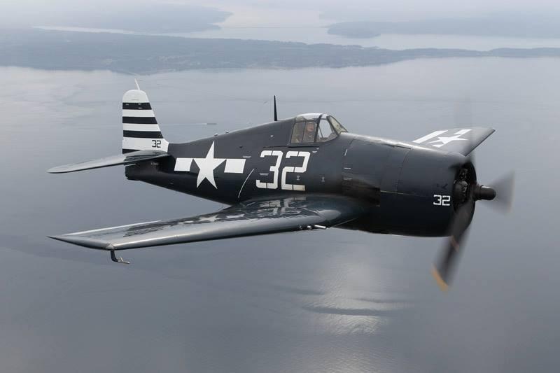 Airworthy Hellcat in VF 12 White 32 markings 01
