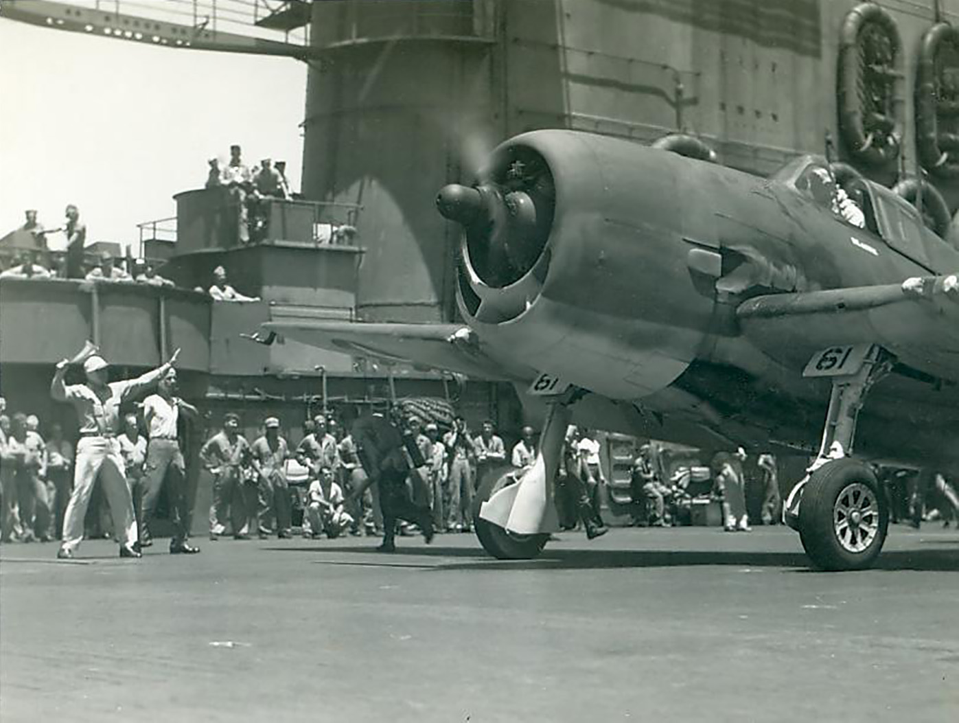 Grumman F6F 3 Hellcat VF 12 White 61 launches from CV 3 USS Saratoga 1943 44 01