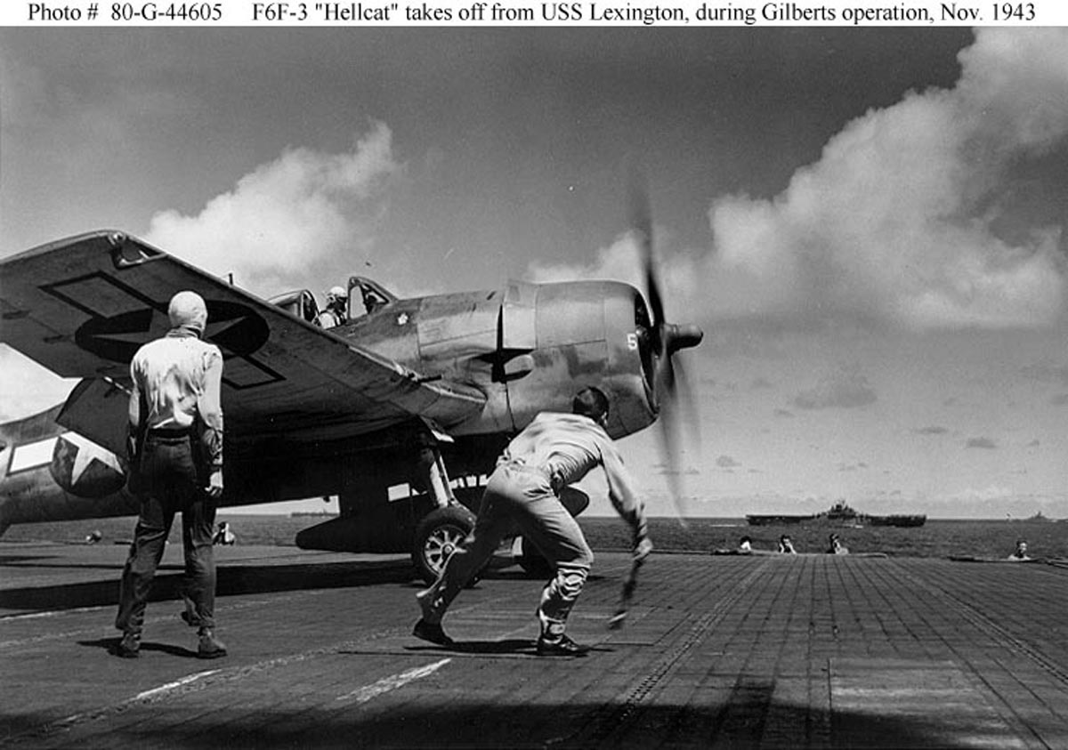 Grumman F6F 3 Hellcat VF 16 White 5 preparing to launch during Gilberts Operation Nov 1943 01
