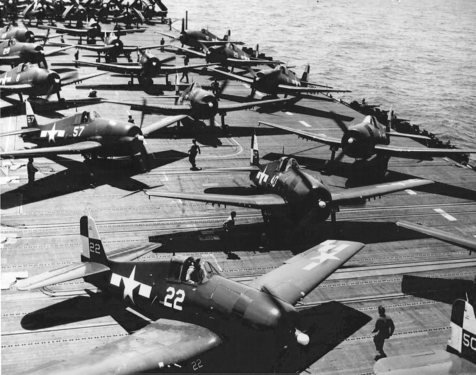 Grumman F6F 5 Hellcat VF 17 White 22 USS Hornet 1945 01