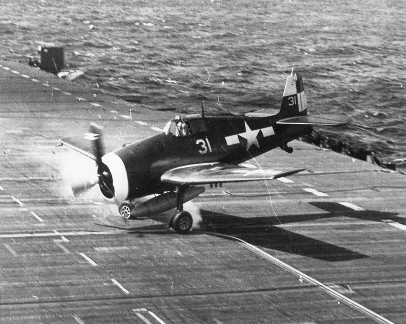 Grumman F6F 5 Hellcat VF 17 White 31 landing accident CV 12 USS Hornet 1945 01