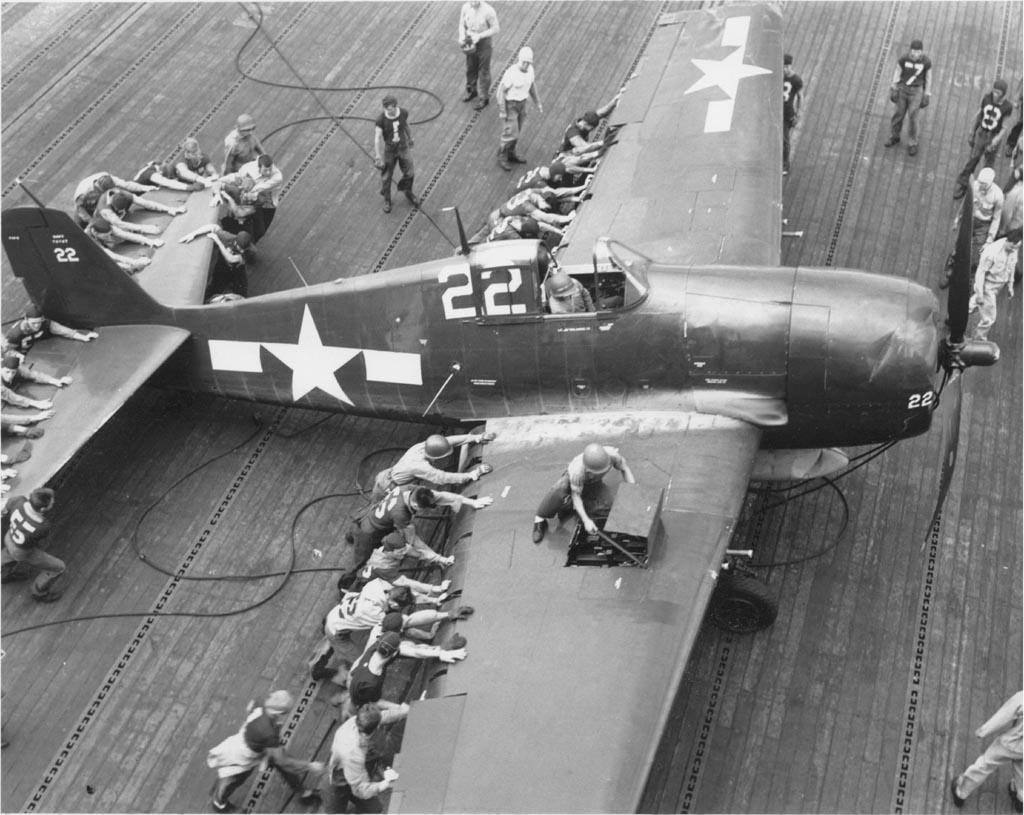 Grumman F6F 5 Hellcat VF 19 White 22 landing accident Nov 1944 01