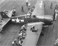 Asisbiz Grumman F6F 5 Hellcat VF 19 White 22 landing accident Nov 1944 01