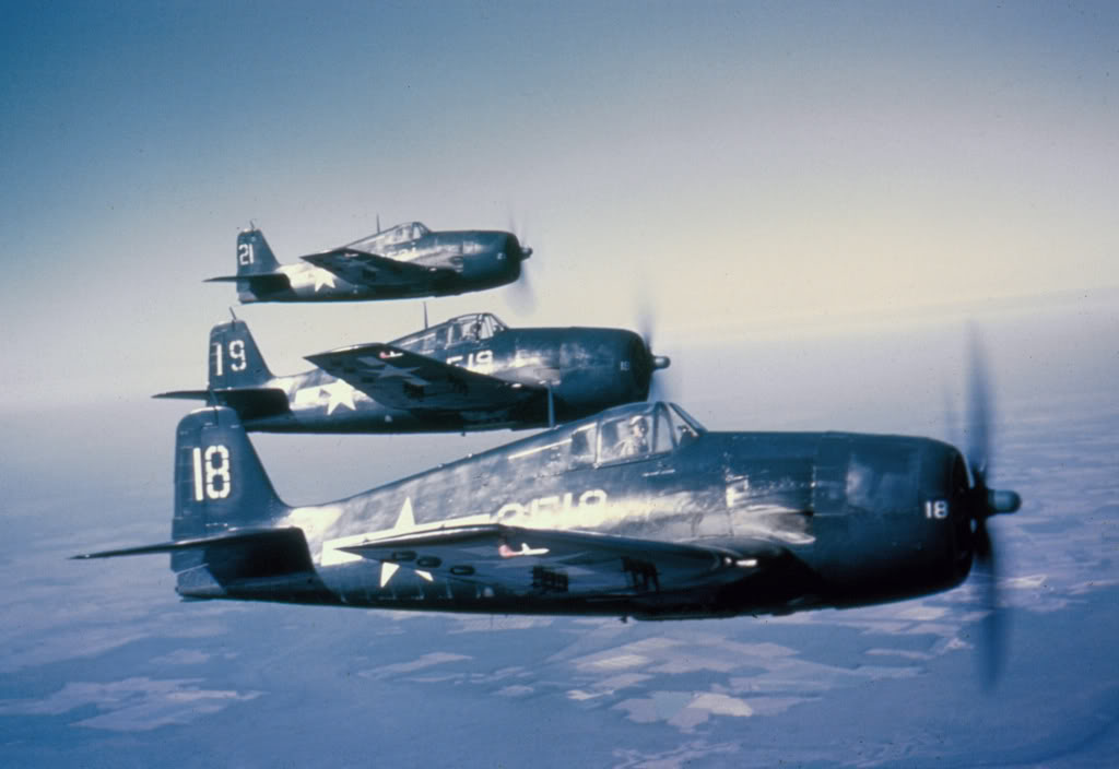 Grumman F6F 3 Hellcat VF 2 White 2F18, 19 and 21 in formation 01