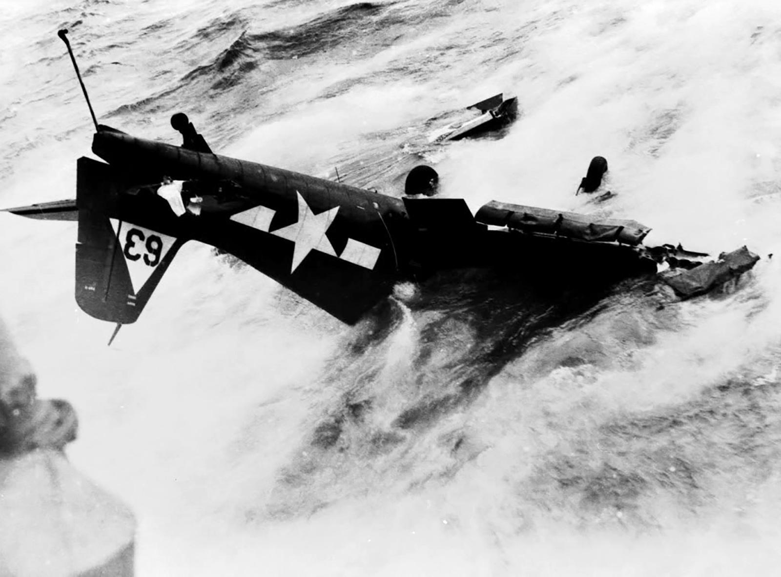 Grumman F6F 5 Hellcat VF 20 White 63 landing mishap USS Enterprise 01