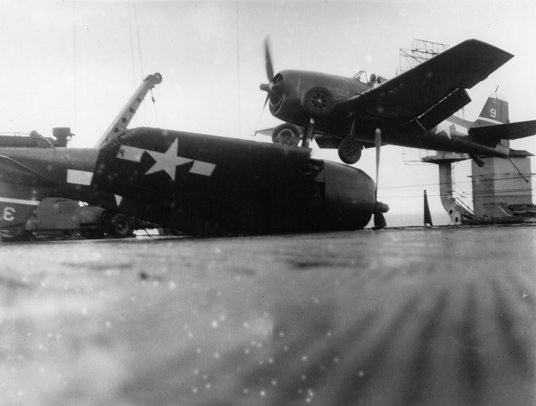 Grumman F6F 5 Hellcat VF 22 landing mishap CVL 25 USS Cowpens 1944 01
