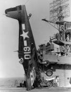 Asisbiz Grumman F6F 5 Hellcat VF 22 Yellow D19 landing mishap CVE 89 USS Takanis Bay 01