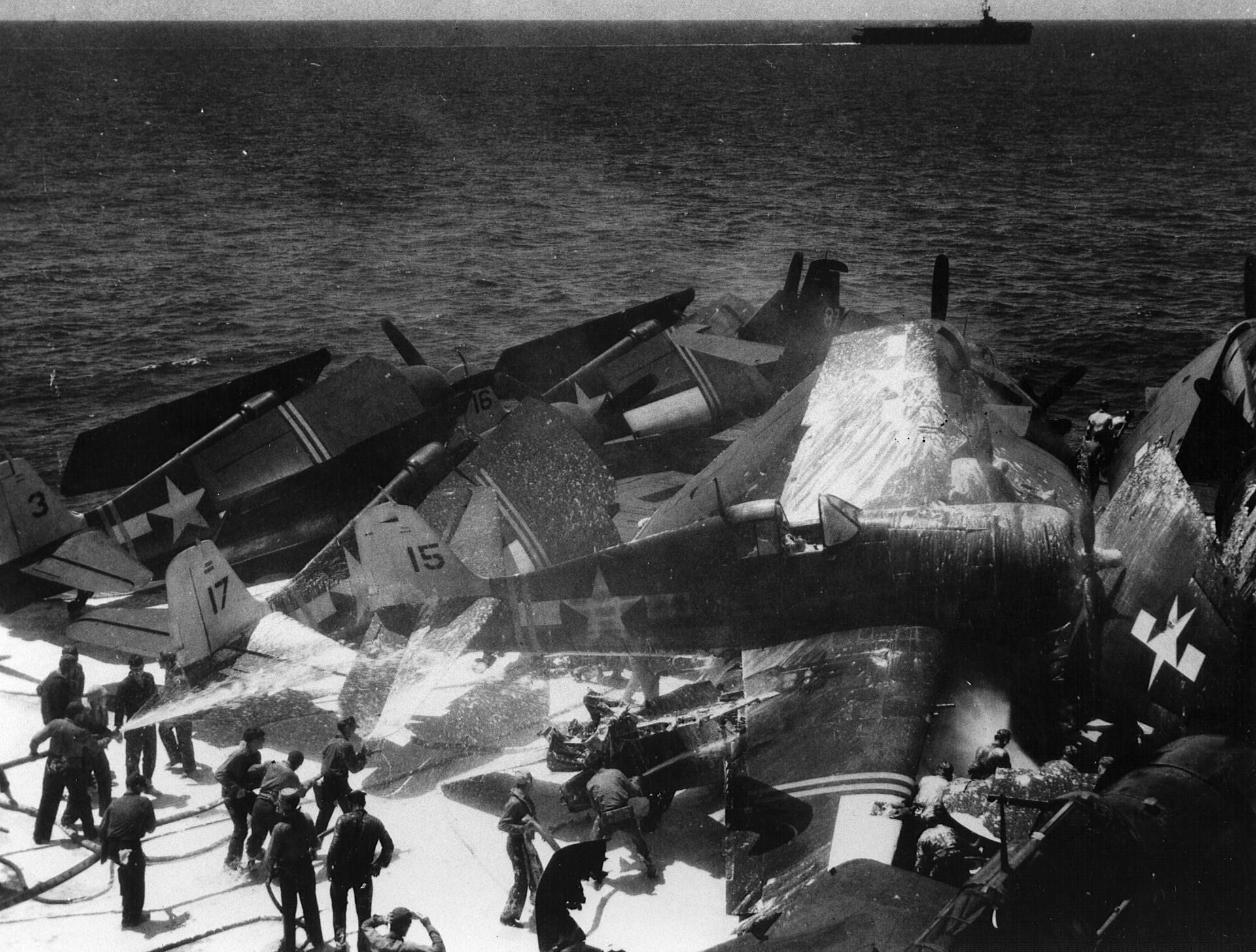 Grumman F6F 5 Hellcat VF 24 Black 15 landing mishap CVE 27 USS Suwanee Aug 1945 01