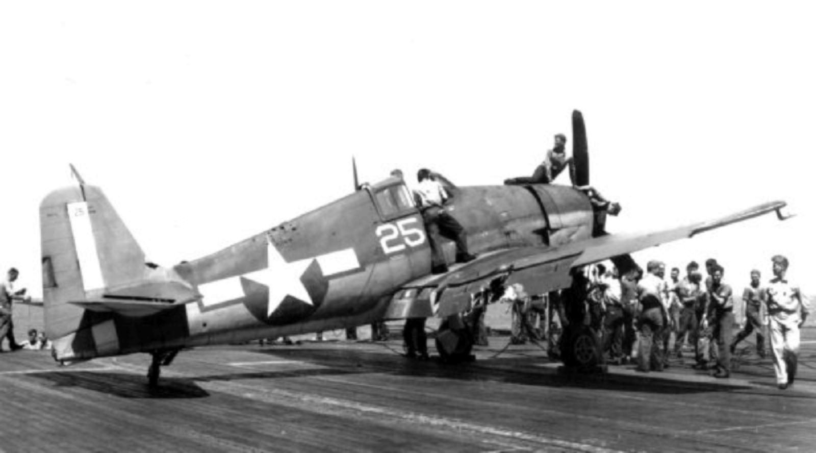 Grumman F6F 3 Hellcat VF 29 White 25 aboard CVL 11 USS Intrepid 1944 01