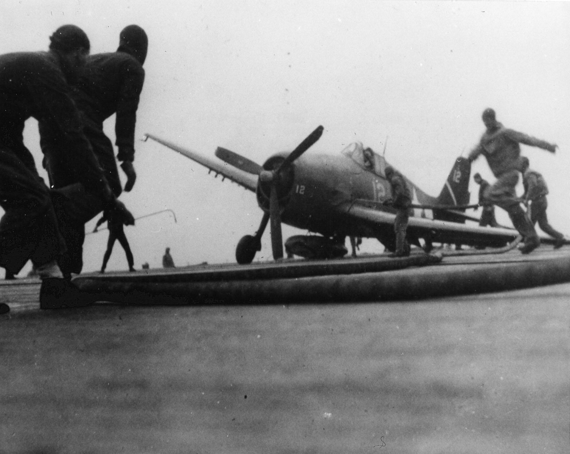 Grumman F6F 5 Hellcat VBF 3 White 12 landing with only one wheel gear down CV 10 USS Yorktown 1945 01