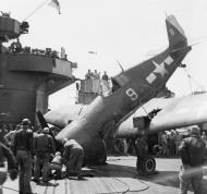 Asisbiz Grumman F6F 5 Hellcat VF 3 White 9 landing mishap CV 10 USS Yorktown 1945 01