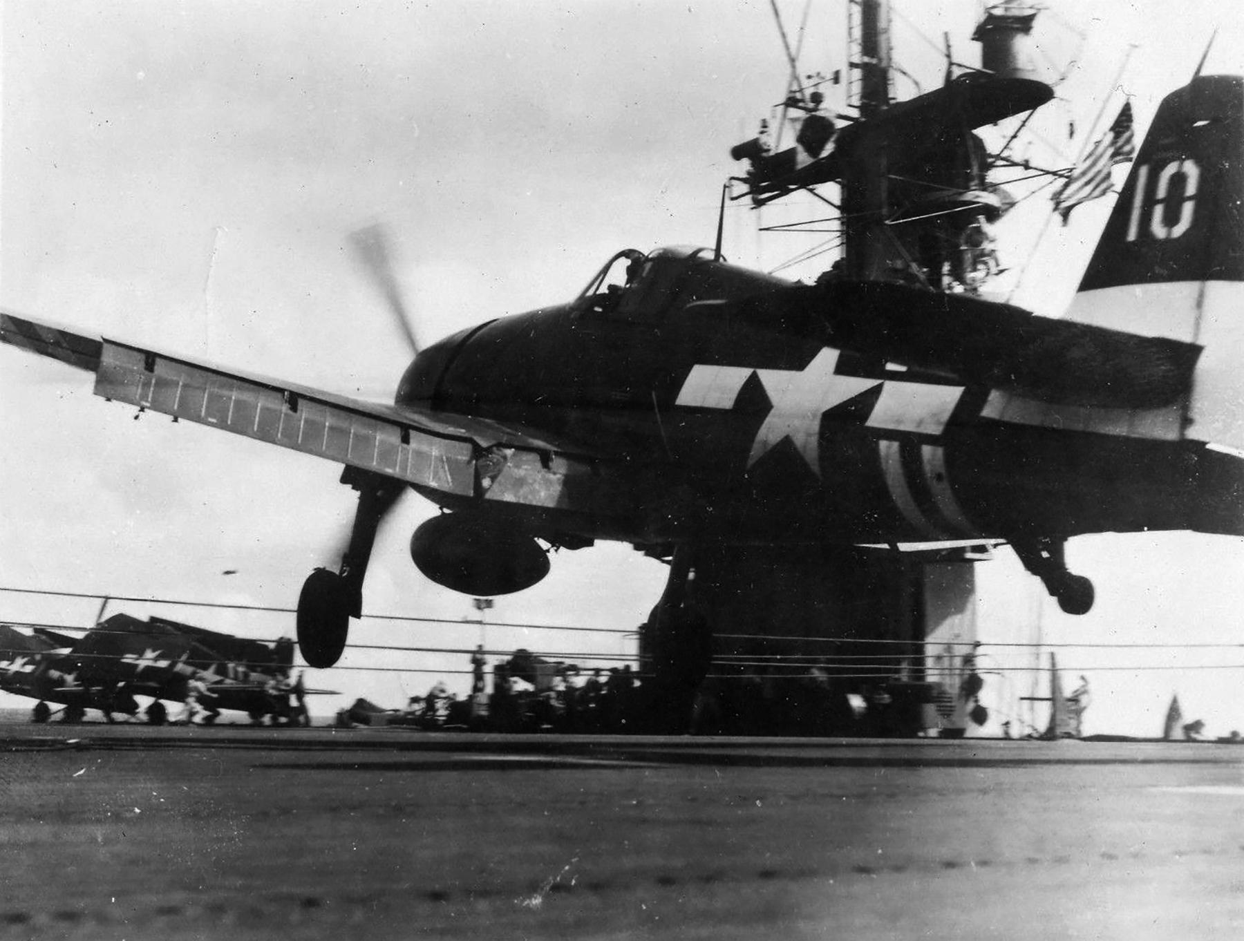 Grumman F6F 5 Hellcat VF 36 White 10 landing mishap CVE 112 USS Siboney Aug 1945 May 1946 01