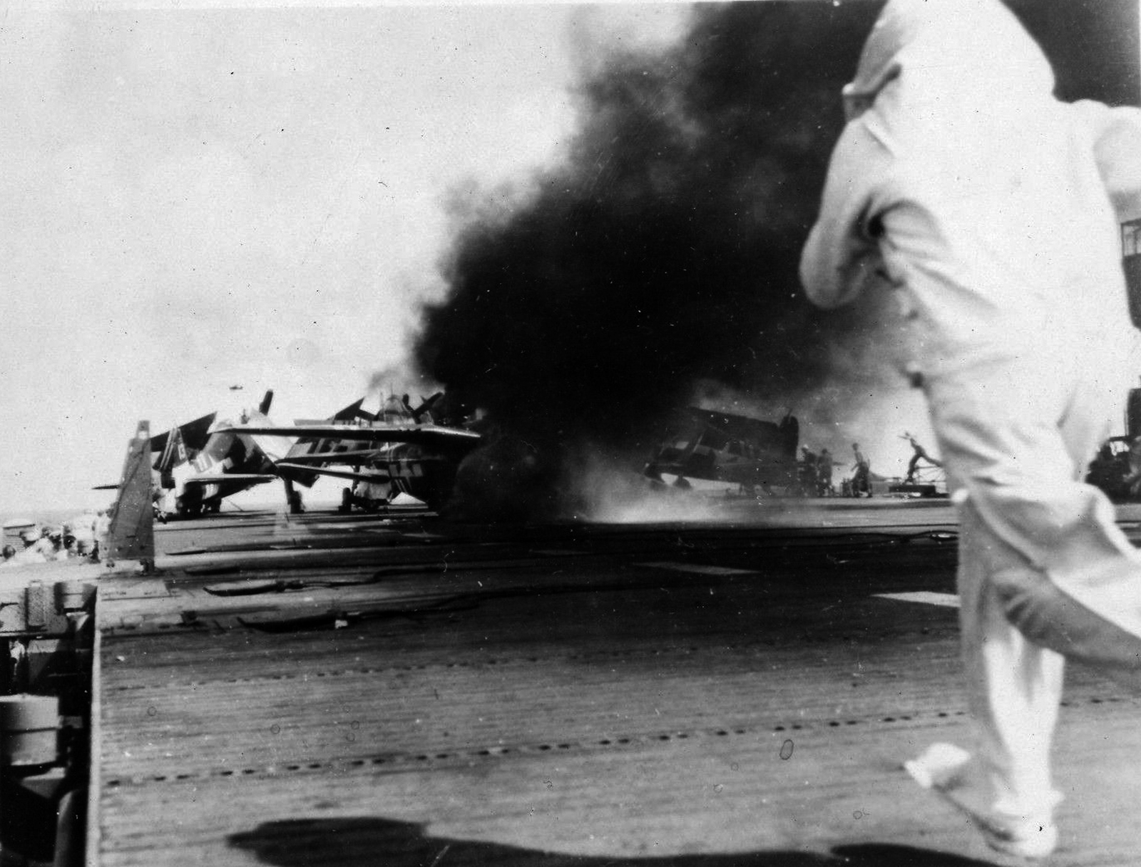 Grumman F6F 5 Hellcat VF 36 White 10 landing mishap CVE 112 USS Siboney Aug 1945 May 1946 04