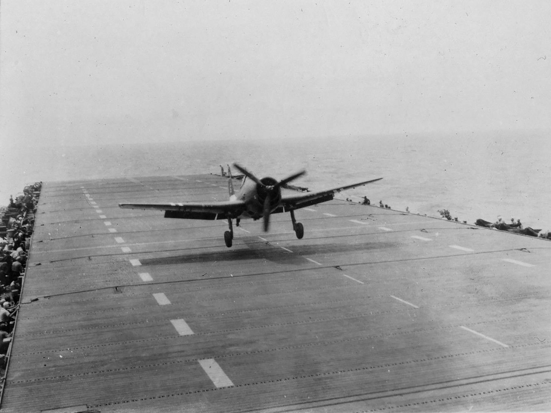 Grumman F6F 5 Hellcat VF 36 White 5 landing mishap CVE 112 USS Siboney Aug 1945 May 1946 01