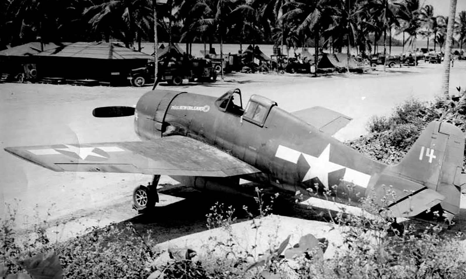 Grumman F6F 3P Hellcat VF 38 White 14 at Munda airfield New Georgia Sep 1943 01