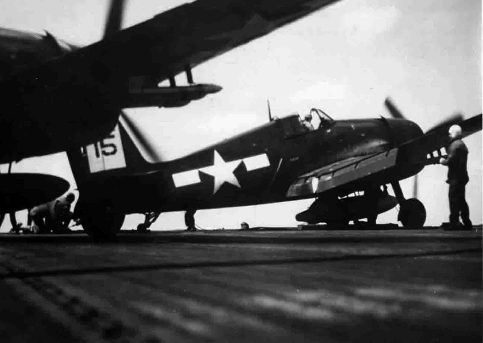 Grumman F6F 5 Hellcat VF 45 White 15 aboard CVL 30 USS San Jacinto Mar 1945 01