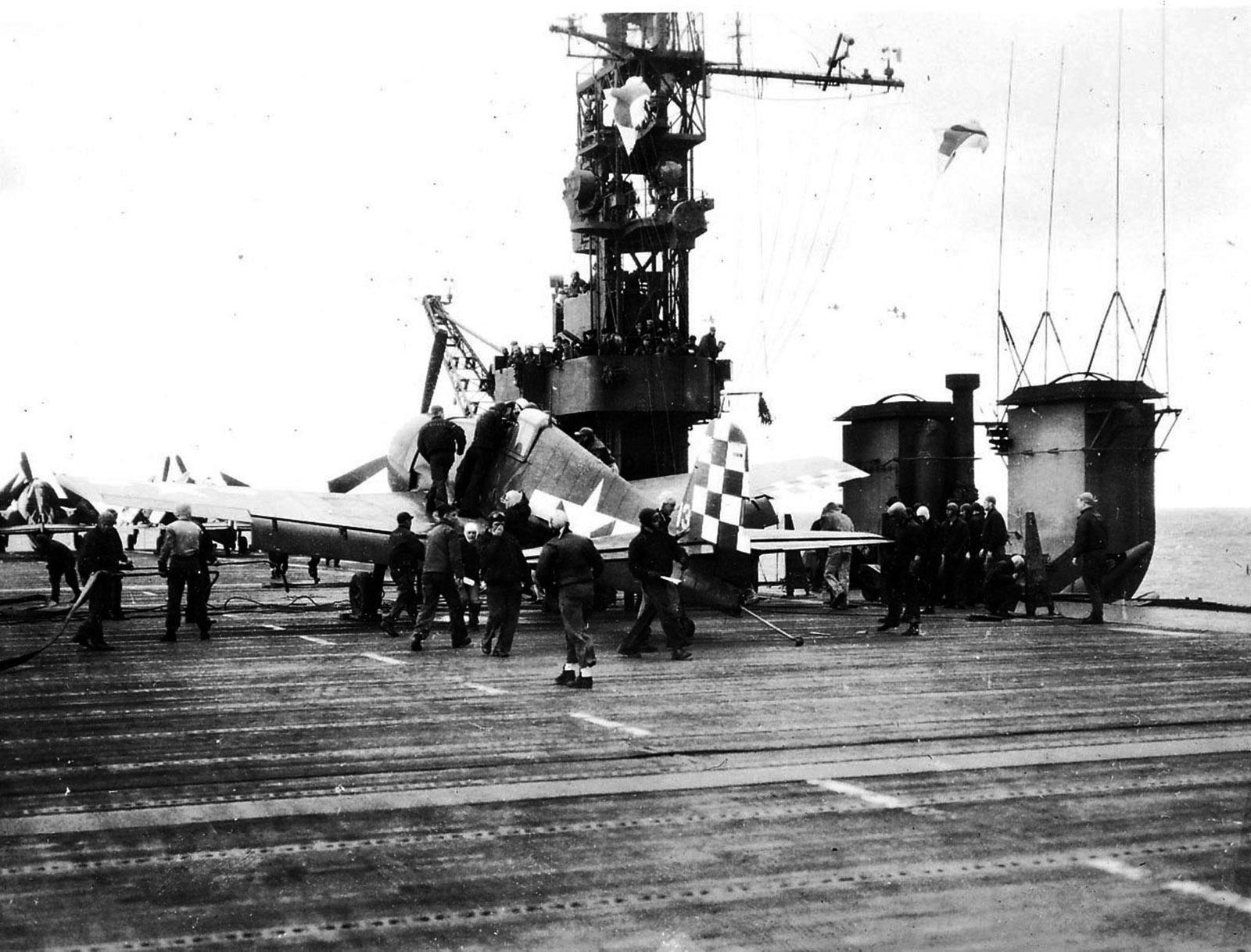 Grumman F6F 5 Hellcat VF 46 White 13 landing mishap CVL 22 USS Independence 01