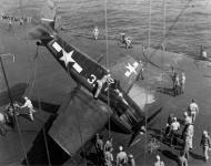 Asisbiz Grumman F6F 3 Hellcat VF 5 White 33 landing mishap CV 10 USS Yorktown 31st Mar 1944 01