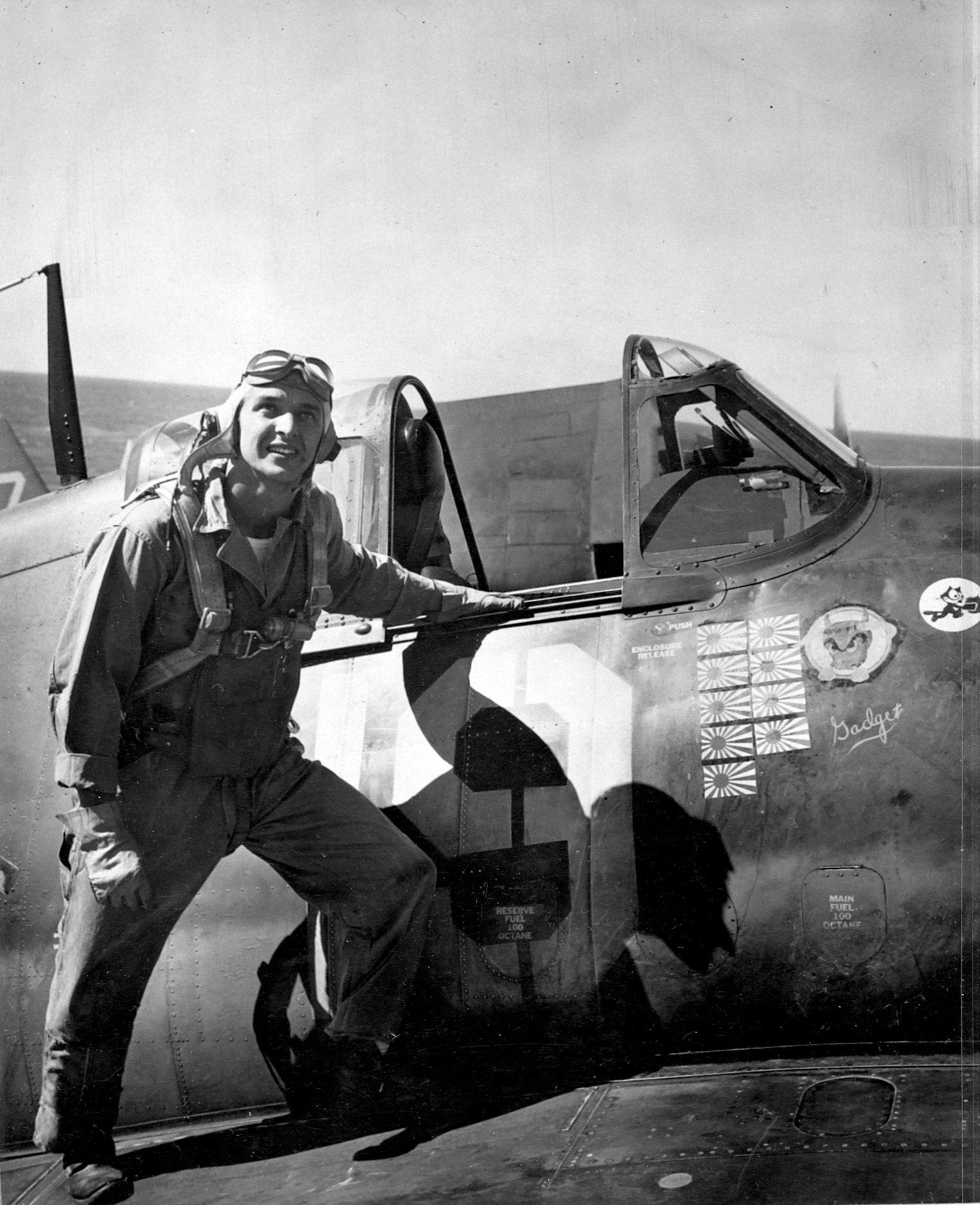 Aircrew USN LTJG Alex Vraciu VF 6 Hellcat ace 1944 03