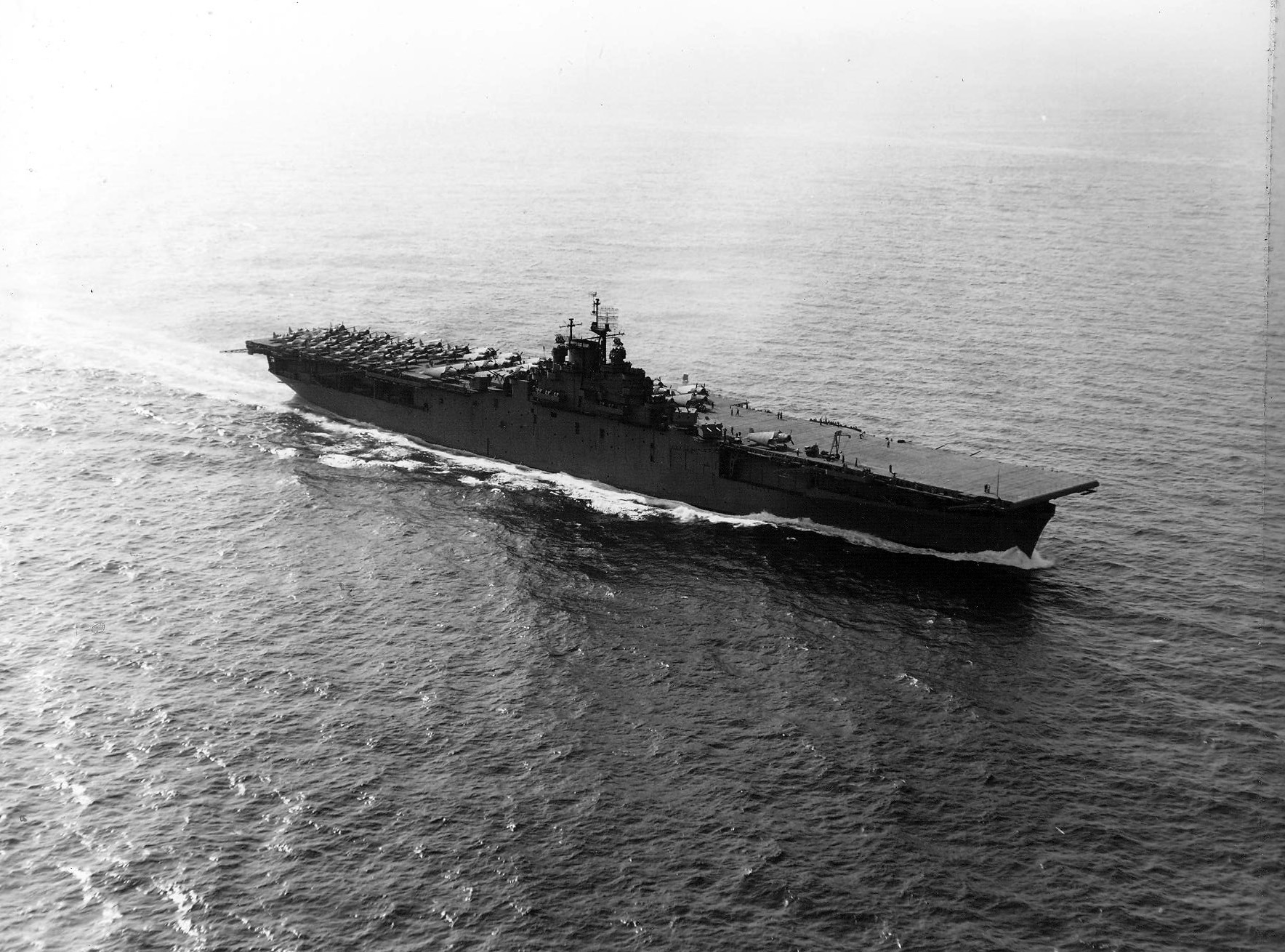 CV 9 USS Essex underway 1943 01