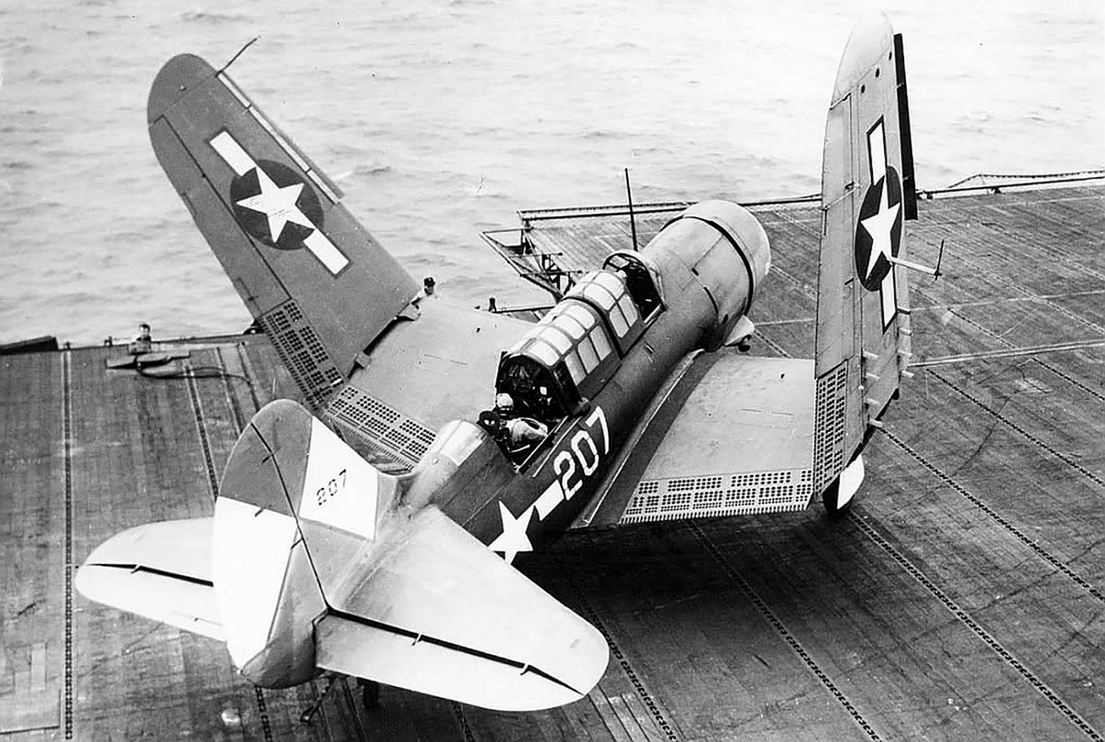 Curtiss SB2C 3 Helldiver VB 83 White 207 CV 9 USS Essex 1945 01