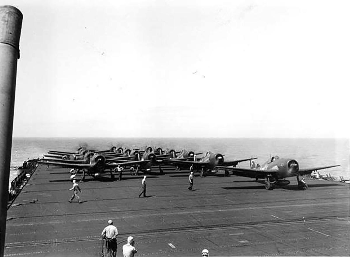 Grumman F6F 3 Hellcat VF 83 aboard CV 9 USS Essex 01
