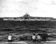 Asisbiz CV 9 USS Essex underway off the Gilbert Islands as viewed from another carrier 29th Nov 1943 01