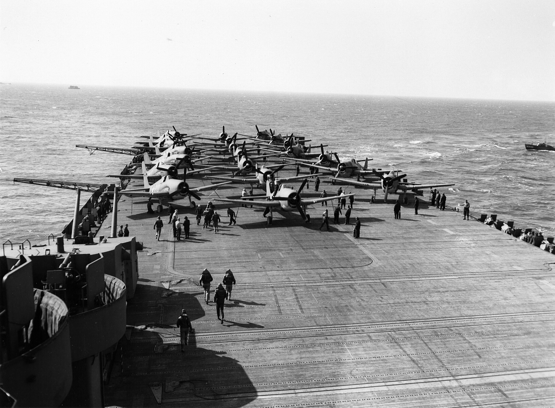 Grumman F6F 3 Hellcat VF 9 White 20 landing aboard CV 9 USS Essex 1943 01