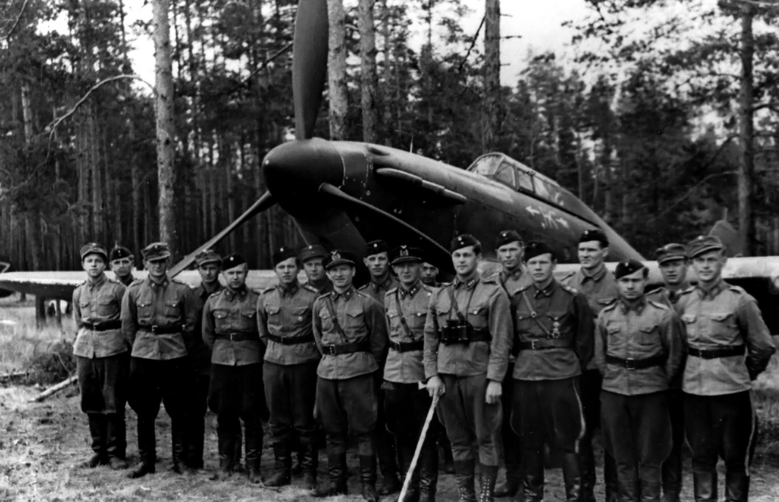 Finnish pilots from 32ND Squadron with Hurricane RAF HC456 Lapeenranta Aug 1941 01