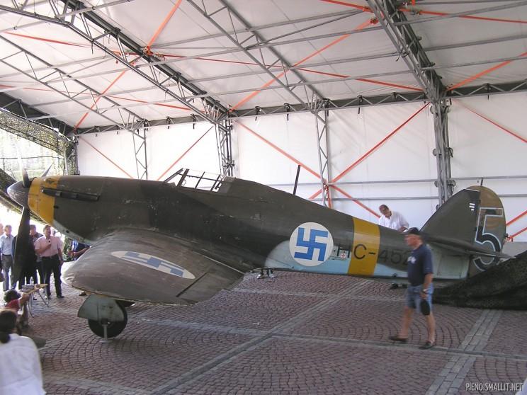 Helsinki Museum Hawker Hurricane I FAF LeLv32 5 HC452 01