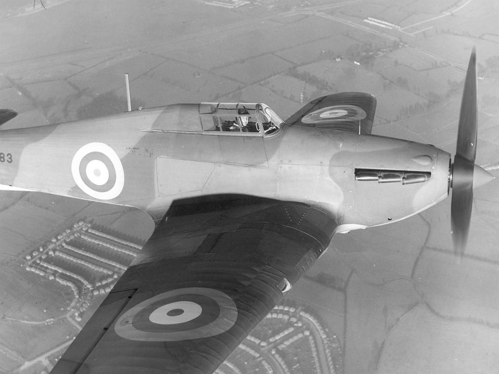 Hawker Hurricane I RAF L1683 aerial close up showing the propeller hub gap 01