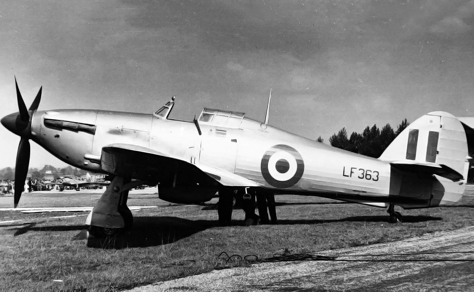 Hawker Hurricane II LF363 01
