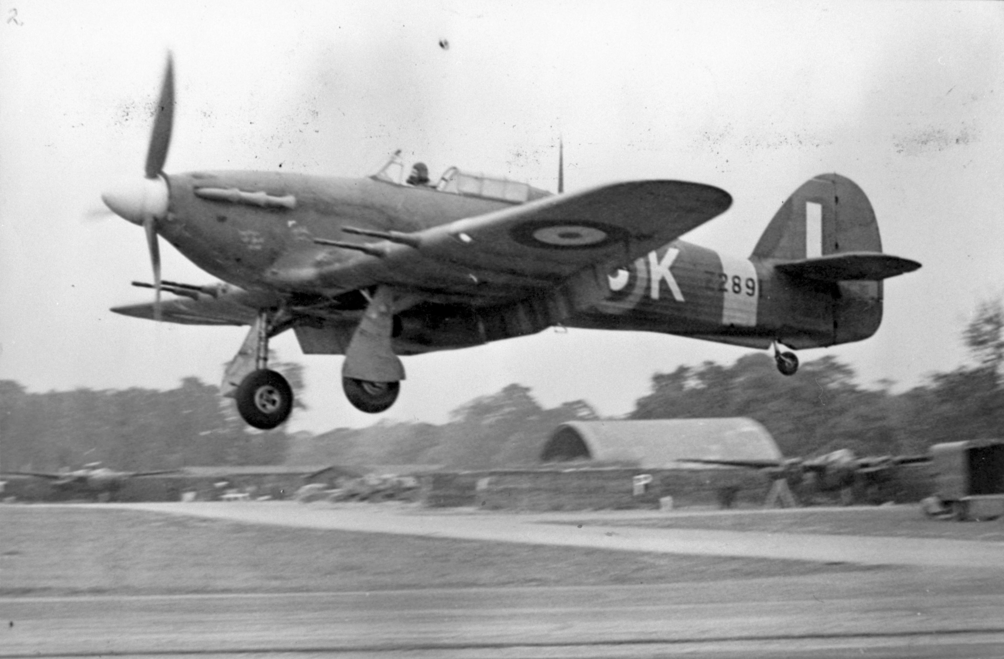 Hurricane IIb Z2891 landing at RAF Station Hunsden 01